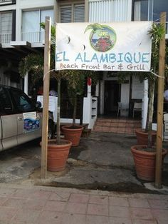 El Alambique Beach Front Bar & Grill