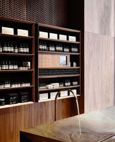 Aesop Emporium is a minimalist house located in Melbourne, Australia, designed by Kerstin Thompson Architects. Aesop Emporium luxuriates in the singular use of spotted gum timber. Commercial Architecture, Commercial Interior Design, Commercial Interiors, Interior Architecture, Aesop Shop, Burger Bar, Retail Interior, Interior Shop, Retail Space
