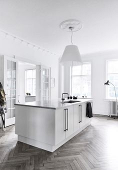They just want to create a modern interior with a plain color of black and white. Even though the interior doesn't have a lot White Kitchen Inspiration, Interior Inspiration, Planchers En Chevrons, Cuisines Design, Kitchen Flooring, Hallway Flooring, Wood Flooring, Concrete Floors, Interior Design Kitchen
