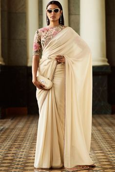 latest plain saree with designer blouse 45 Latest Plain saree with Designer Blouse Ideas Latest trends in Beauty, Fashion, Indian outfit ideas, Wedding style on your mind? We bring to you hand picked collections for inspiration Plain Saree With Heavy Blouse, Saree With Belt, Saree Belt, Saree With Hijab, Net Saree, Sabyasachi Sarees, Indian Sarees, Bollywood Saree, Lehenga