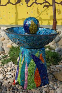 Mosaic Garden Water Fountain (or just a bird bath) (or just yard/garden art) Mosaic Birdbath, Mosaic Garden Art, Mosaic Art, Mosaic Glass, Glass Art, Stained Glass, Pebble Mosaic, Mosaic Crafts, Mosaic Projects
