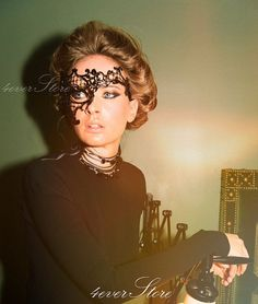halloween-costume-ideas-lace-mask (2)