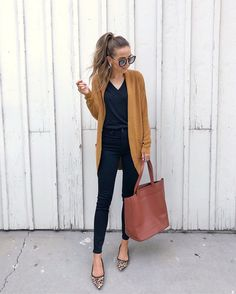 Casual fall outfit ideas, that can be preferred for spring and autumn season. And perfect color matches you can be found here. These women outfits fit. Fall Outfits For Work, Casual Fall Outfits, Winter Fashion Outfits, Look Fashion, Fashion Models, Autumn Fashion, Stylish Outfits, Autumn Outfits, Summer Outfits