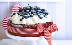 This easy chocolate flourless torte only takes 15 minutes to prepare, but looks so delicious with the fresh berry topping! Cocoa Cinnamon, Springform Pan, The Fresh, Amazing Cakes, Baking Recipes, Icing, Berries, Sweets, Chocolate
