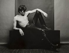 Portrait of photographer Robert Mapplethorpe by Marcus Leatherdalde. Robert Mapplethorpe Photography, Controversial Photographers, Just Kids, Tv Movie, Pin Up, Hbo Documentaries, Still Life Images, Patti Smith, Washington Dc Wedding