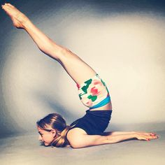 Take yourself lightly ✨ #yoga