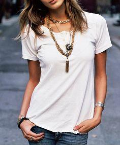 Chic street style on Daria Werbowy. Plain White Shirt, White Tees, Fashion Moda, Look Fashion, Center Part Bangs, Middle Part Bangs, Parted Bangs, Cut Bangs, Daria Werbowy