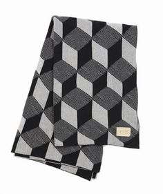 We have used our graphic prints to make this gorgeous jacquard knitted blanket. The blanket is made of 100% cotton and the jacquard knit inverts the colours, so