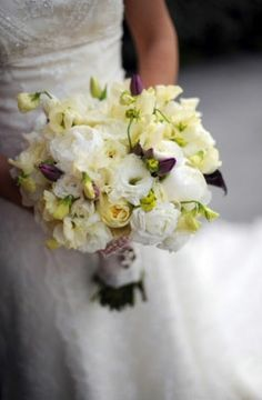 I love this bouquet. The colors and the overall look are exactly what I'm trying to go for.