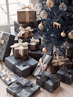 Christmas Trends, Elegant Christmas, Noel Christmas, Christmas Inspiration, Christmas Crafts, Christmas Gift Wrapping, Christmas Presents, Black Christmas Decorations, Black Christmas Trees
