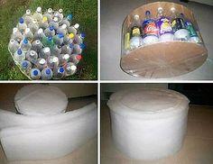 Plush upholstered foot stool from PET plastic bottles Diy Bottle, Bottle Holders, Bottle Crafts, Garrafa Diy, Diy Pouf, Liquid Waste, Pet Plastic Bottles, Diy Ottoman, Ideas Prácticas