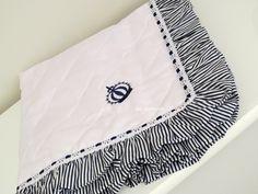 Manta de Piquet Bordada    Tecido 100% algodão - Percal 180 fios,Piquet e Tricoline  Forrada de malha  Babado  Cores diversas R$ 99,00