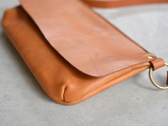 Wow that red! Leather Clutch, Leather Purses, Leather Handbags, Leather Bags Handmade, Leather Craft, Small Leather Bag, Hip Bag, Leather Projects, Leather Accessories