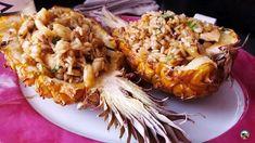 Piña rellena de arroz con pollo y curry