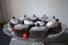 Briose cu cacao si ciocolata alba / Muffins with cocoa and white chocolate.