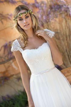 Ladybird - Wedding Dress - Trouwjurk - Bruidsjurk - Boho - Vintage - Wedding - B., Ladybird - Wedding Dress - Trouwjurk - Bruidsjurk - Boho - Vintage - Wedding - Bruiloft - Bruid - Romantisch - Mouwtjes - Mouwen - Sleeves - Low Back . Most Beautiful Wedding Dresses, Bohemian Wedding Dresses, Colored Wedding Dresses, Wedding Gowns, Lace Wedding, Boho Vintage, Dream Dress, Bridal Collection, Flower Girl Dresses