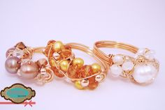 Anillos de oro laminado, perlas cultivadas y cristales checos.  Disponibles en diferentes colores. #rings