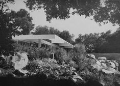 RICHARD NEUTRA - HAUS TREMAINE, MONTECITO