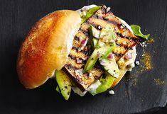 Burger mit Tofu und Avocado