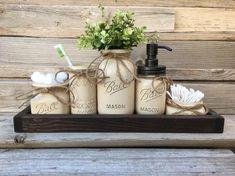 44 best Ideas for farmhouse bathroom decor mason jars Farmhouse Bathroom Accessories, Bathroom Decor Sets, Rustic Bathroom Decor, Rustic Decor, Farmhouse Decor, Bathroom Organization, Bathroom Designs, Bathroom Interior, Burlap Bathroom