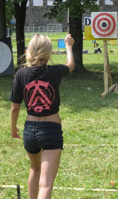 The lady is obviously not only into throwing knives, but also into hurling axes. Moment shot at the World Championship 2016 in Maniago, Italy. Throwing Tomahawk, Knife Throwing, Bow Fishing, Pistol Annies, Cultural Artifact, Viking Axe, Shooting Range, Knife Making, Survival Gear