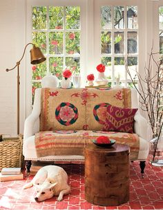 White settee enlivened n made amazingly rich by the beige n pink vintage suzani. Add the Madeleine Weinrib rug, pink ikat pillow, lots of sunlight, a good book & a wonderful company- Isnt that a perfect place to spend the entire weekend. -OUATT