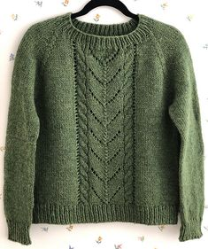 Ravelry: Project Gallery for Avalanche pattern by Heidi Kirrmaier inspiration ra. Ravelry: Project Gallery for Avalanche pattern by Heidi Kirrmaier inspiration ravelry Avalanche pat Sweater Knitting Patterns, Knitting Stitches, Ravelry, Pull Bleu, Big Knit Blanket, Big Knits, Baby Set, Cable Knit Sweaters, Knitting Projects