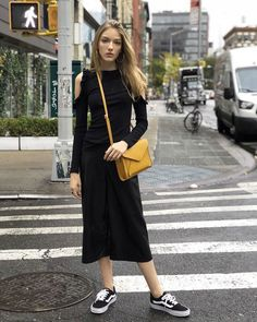 Dedicating this post to all the lovers of head-to-toe black out there. Black Aesthetic Fashion, All Black Outfit, Black Outfits, Vacation Outfits, Head To Toe, Winter Wardrobe, Cold Weather, Fall Outfits, Beautiful People