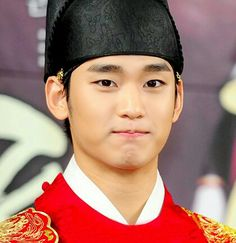 seen this pic of the fictional character as a Korean king in ancient time, played by actor Kim Soo Hyun