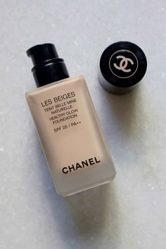 Chanel Les Beiges Healthy Glow Foundation in No. 20