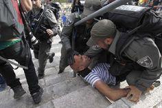 צלמי עיתונות שהתאספו בשטח פתוח בירושלים פוזרו על-ידי שוטרים באגרופים, סוסים ומכות רובה