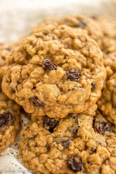 Classic Soft and Chewy Oatmeal Raisin Cookies. Sometimes you just need a classic! These cookies are soft, chewy and bursting with so much flavor! Best Oatmeal Raisin Cookies, Chocolate Chip Cookies, Sprinkle Cookies, Cookies Ingredients, Cookies Et Biscuits, Cookies Soft, Candy Cookies, Cookie Recipes, Dessert Recipes