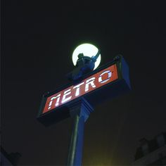 a classic :) Paris Metro, Dec 30, Broadway Shows, Neon Signs, In This Moment, Classic, Instagram Posts, Travel, Viajes