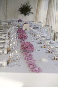 Decoration Table, Inspiration, Home Decor, White Roses, Homemade Home Decor, Biblical Inspiration, Decoration Home, Inhalation, Interior Decorating