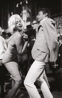 Jayne Mansfield boogies at theWhisky à Go-Go circa 1964