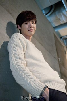 Love the person and the sweater.it suits him well Jung Suk, Lee Jung, Jung Yong Hwa, Korean Star, Korean Men, Asian Actors, Korean Actors, Jun Matsumoto, Up10tion Wooshin