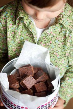 Czekoladki kokosowe ze śliwką II Cooking for Emily Vegan Treats, Vegan Desserts, Baking Recipes, Cookie Recipes, Sin Gluten, Good Food, Yummy Food, Yummy Yummy, Polish Recipes