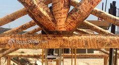 Detalle de cercha construida en palo redondo natural mecanizado artesanal. www.navarrolivier.com