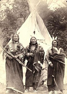 Spotted Tail´s Family: labelled Standing Elk, Roaster and Spotted Tail's son Native American Wisdom, Native American Pictures, Native American Beauty, American Indian Art, Native American Tribes, Native American History, American Indians, Native Americans, African Americans