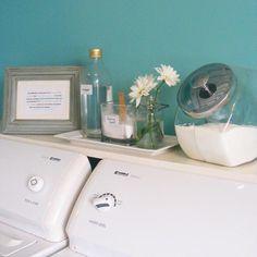 Trucs lavage vinaigre sur le bord de la laveuse sécheuse