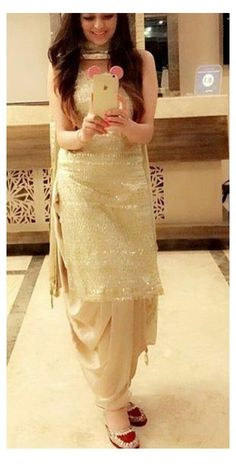Party Wear Indian Dresses, Salwar Suits Party Wear, Designer Party Wear Dresses, Indian Fashion Dresses, Indian Gowns Dresses, Dress Indian Style, Indian Wedding Outfits, Punjabi Fashion, Pakistani Party Wear