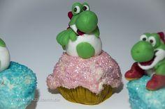 Yoshi's New Island Cupcakes – Yoshi schlüpft/Yoshi hatch. Zum Rezept/Find the recipe here: http://www.backzauberin.de/saisonales/ostern/yoshis-new-island-cupcakes/