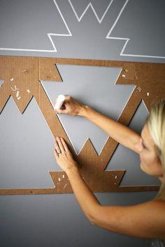 peinture décorative dessin géométrique à la craie sur un fond gris perle