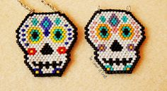 Beaded Sugar Skull // Brick Stitch and Bead Weaving// How To ¦ The Corner of Craft Seed Bead Patterns, Beading Patterns, Stitch Patterns, Beading Projects, Beading Tutorials, Beaded Skull, Beaded Animals, Seed Bead Earrings, Beads And Wire