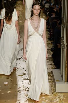 Valentino Spring 2016 Couture Fashion Show - Liza Ostanina (Next)