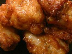 Great recipe for Juicy Chicken Karaage (Japanese Fried Chicken). I wanted to make a juicy karaage (Japanese fried chicken). Deep frying the chicken twice will make the inside juicy and the outside crispy. Recipe by Special Recipes, Great Recipes, Japanese Fried Chicken, Asian Recipes, Ethnic Recipes, Asian Cooking, Daily Meals, How To Cook Chicken, Tandoori Chicken