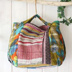 Love the look of this Boho Scrap Woppet Bag made using the japanese boro stitching technique. No pattern - no instructions - posting for inspiration. Patchwork Bags, Quilted Bag, Japanese Bag, Diy Tote Bag, Boho Bags, Denim Bag, Fabric Bags, Cloth Bags, Handmade Bags