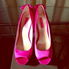 New hot pink stunning shoe Hot pink stunning one of a kind shoe,  never been worn. (NO TRADES) Betsey Johnson Shoes