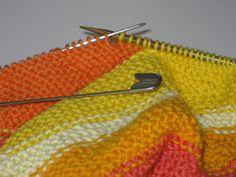 Skapa och Inreda: Tre små stickade koftor Baby Knitting Patterns, Diy Baby, Blanket, Crochet, Barn, Converted Barn, Crochet Crop Top, Barns, Rug
