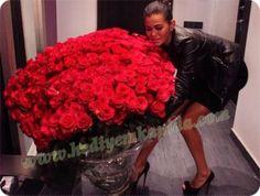 Balıkesir Çiçek 1001 Kırmızı Gül; Sevdiklerinize 1001 Gece Masallarındaki Aşkı Yaşatmak İçin Balıkesir Çiçek Sizlere Özel Sunumu.
